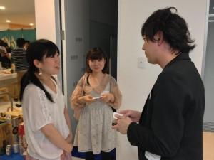 六本木ヒルズにあるGoogle日本法人にて、LINE株式会社の木原さんと名刺交換。7F内はもちろん7Fの外でも社会人と接する機会があります。