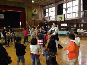 「さいたまクリテリウム」という自転車レースのイベントの時に子ども達に剣道を教えました。