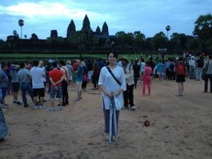 現在はカンボジアで有給の大学生インターンをしています。