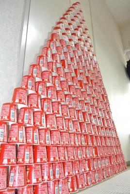 赤いヨーグルトの山