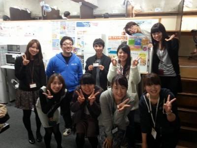 7Fスタッフ内での講師を呼んでのPhotoshopやIllustratorの使い方講座の勉強会後の集合写真。