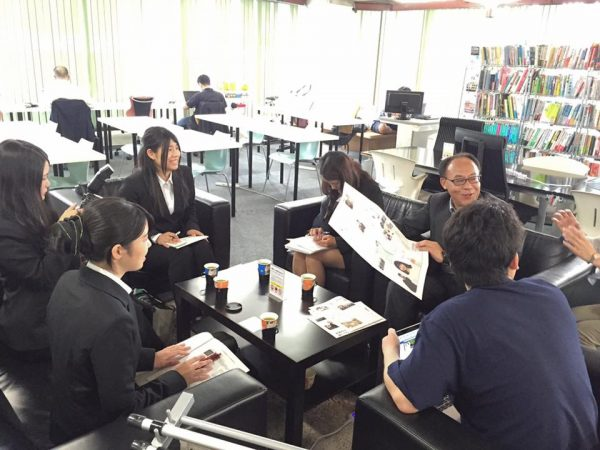 十文字学園女子大学のメディアコミュニケーション学科の学生さん達に、大宮経済新聞の取材を受けました。