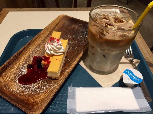 カフェ サルバドル(Cafe Salvador) ルミネ大宮店のカフェラテとケーキ