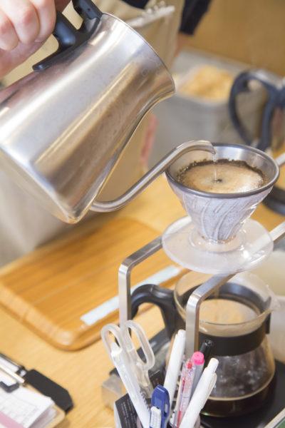 ドリップされるコーヒー