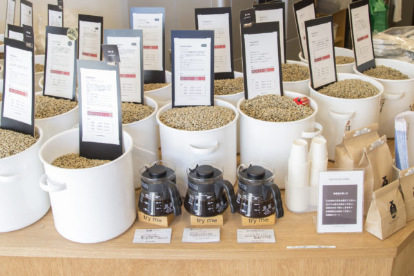 店内に並ぶコーヒー豆