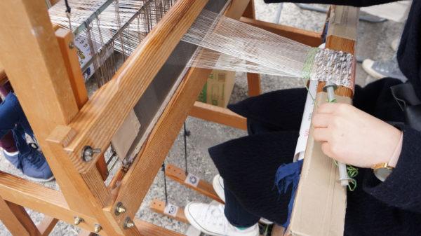 手織機を使ってコースター作り