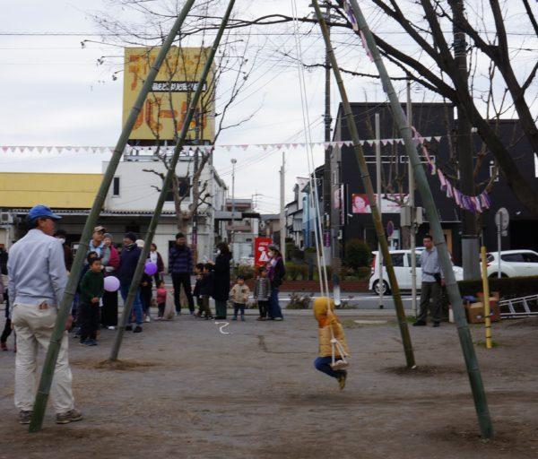 竹製の大きなブランコ