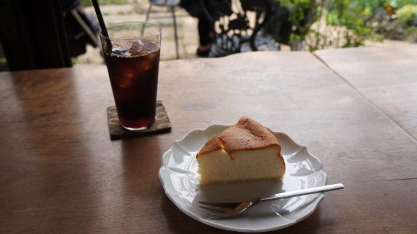 カフェmaru(マールーウ)のチーズケーキと水出しアイスコーヒー