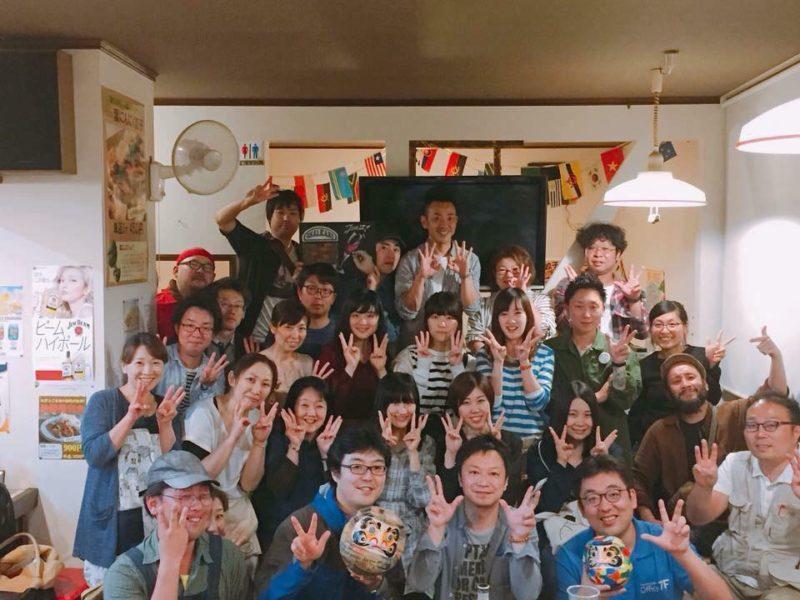 青森県三戸町での交流会の集合写真