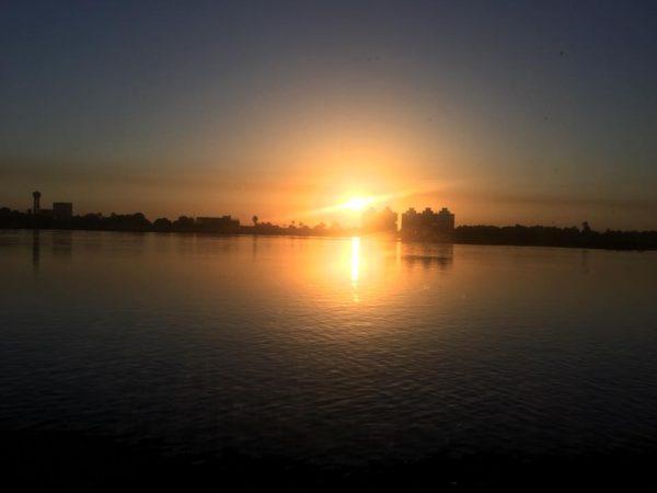 ナイル川の朝日