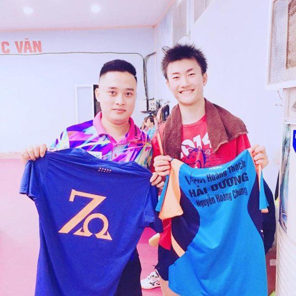 ベトナムの卓球選手とユニフォーム交換