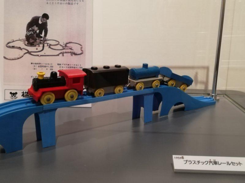 元祖プラレールの「プラスチック汽車セット」